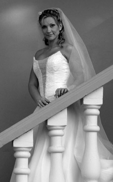 weddings_stairs Valverde bride