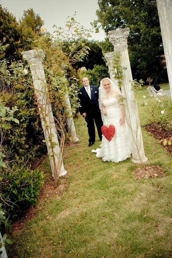 Wedding couple at Valverde roman columns