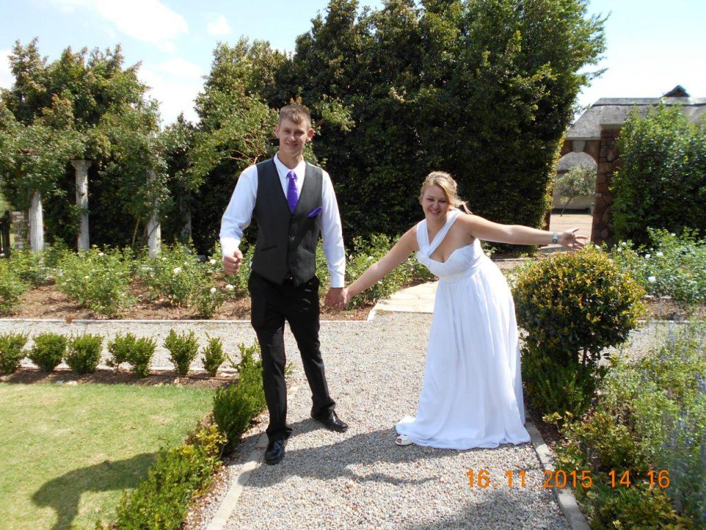 VValverde Couple at Formal garden